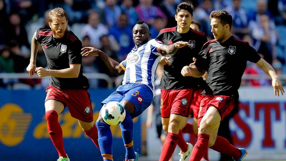 El Deportivo vence al Recre en Riazor.La necesidad de Fernando Vázquez de reformar el equipo acabó por deparar un gran encuentro frente al Recreativo.