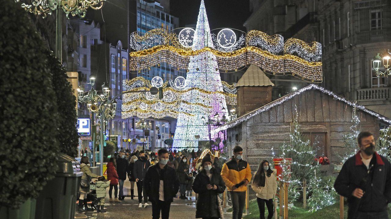 La iluminación navideña anima las compras en Vigo