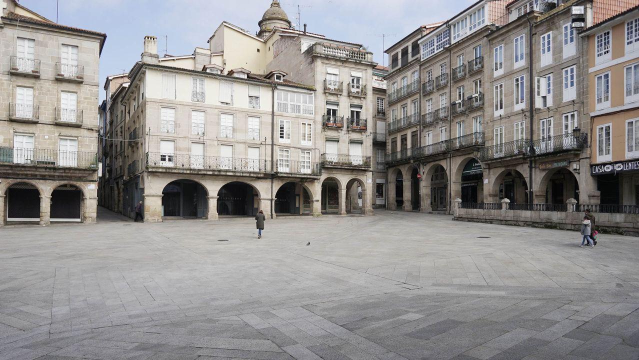Así trabaja la cocina del CHUO.La praza Maior de Ourense prácticamente vacía