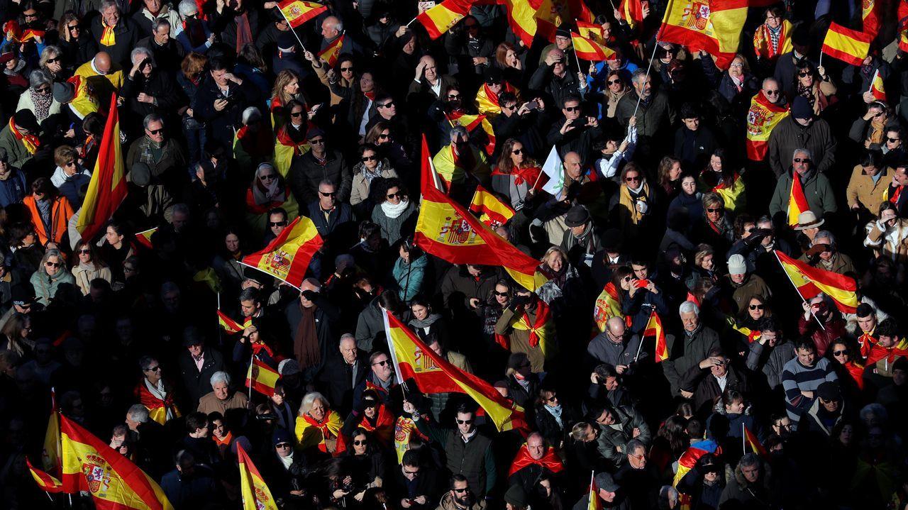 Rocío Monasterio, Santiago Abascal e Iván Espinosa de los Monteros, durante una concentración convocada por su partido e impulsada por la plataforma España Existe, frente al Ayuntamiento de Madrid