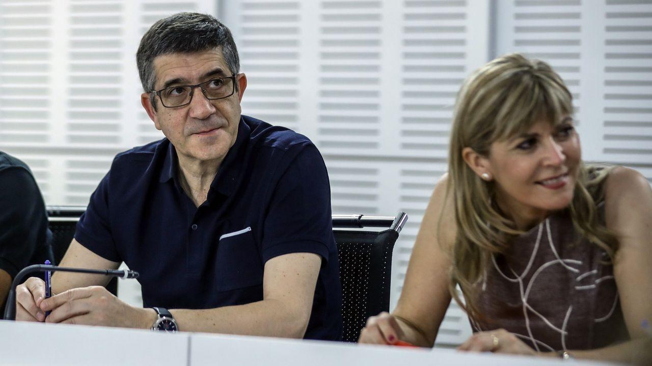 Los equipos de Adrián Barbón y José María Pérez presentan los avales en la FSA.Antonio Trevín