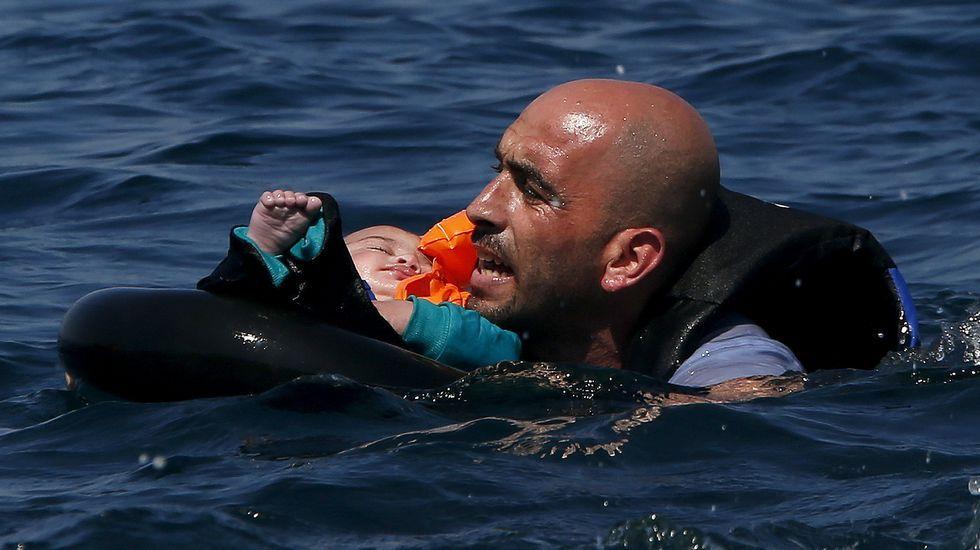Nueva tragedia en Lesbos.Vista de la llegada de un grupo de inmigrantes al puerto de Mytilini, isla de Lesbos, Grecia
