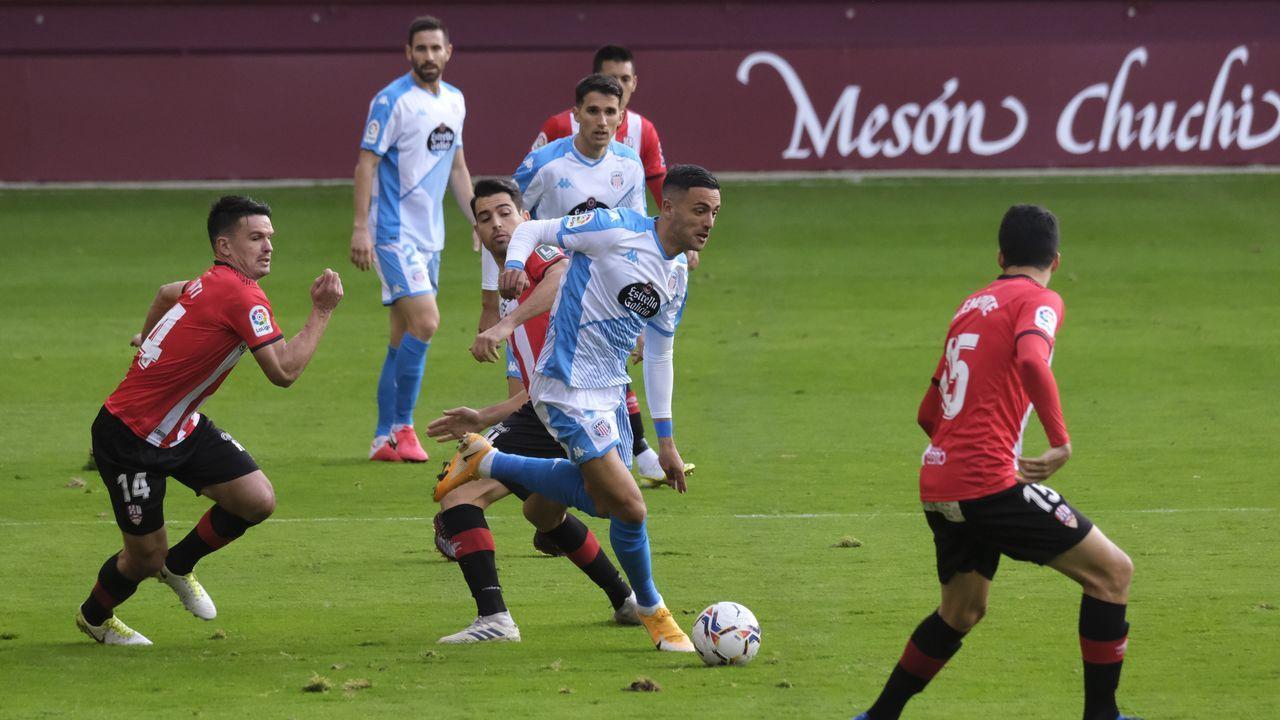 Nahuel Leiva Real Oviedo Rayo Vallecano Carlos Tartiere.Christian Herrera elimina rivales en la victoria del Lugo ante el Logroñés
