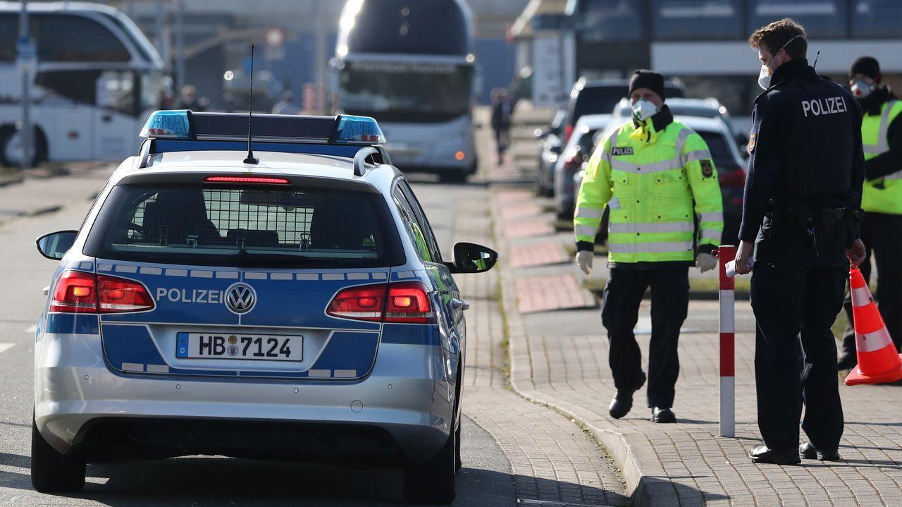 Un control de la policía germana para garantizar que se cumplen las medidas de confinamiento ante el COVID-19