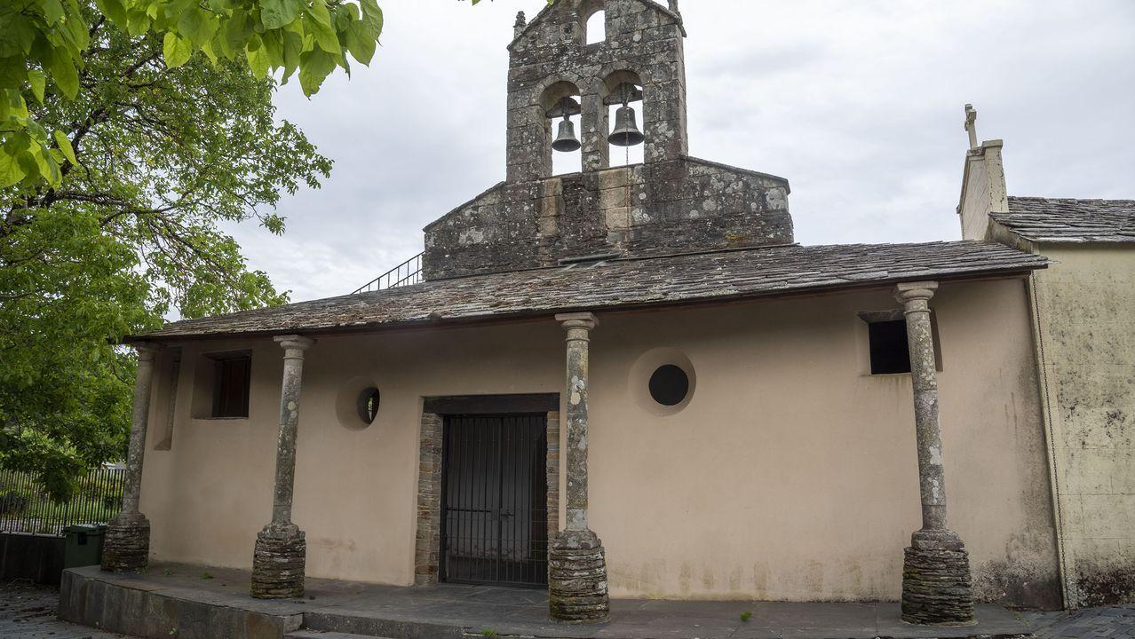 El recorrido empieza junto a la iglesia de Santa María do Mao