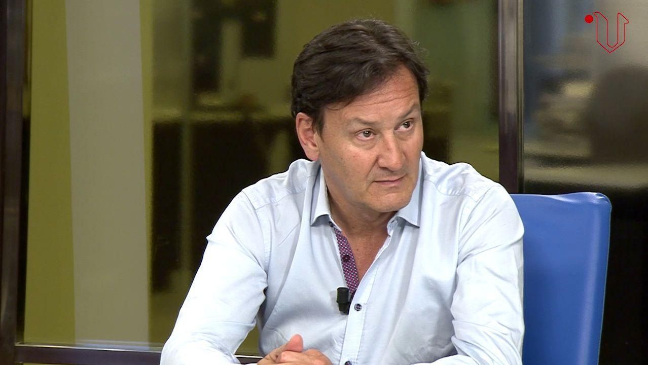 El jefe de Neumologia del HULA, Luis Pérez de Llano, en un foro de La Voz