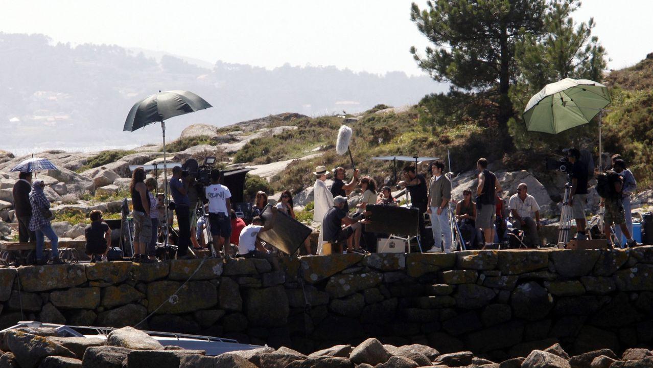 El rodaje de «Todo es silencio» se desarrolló en varias ubicaciones. Entre ellas, el puerto de Cabanas, en el lugar muradano de Tal. En la imagen, con pantalón vaquero y jersey caqui, el actor Miguel Ángel Silvestre