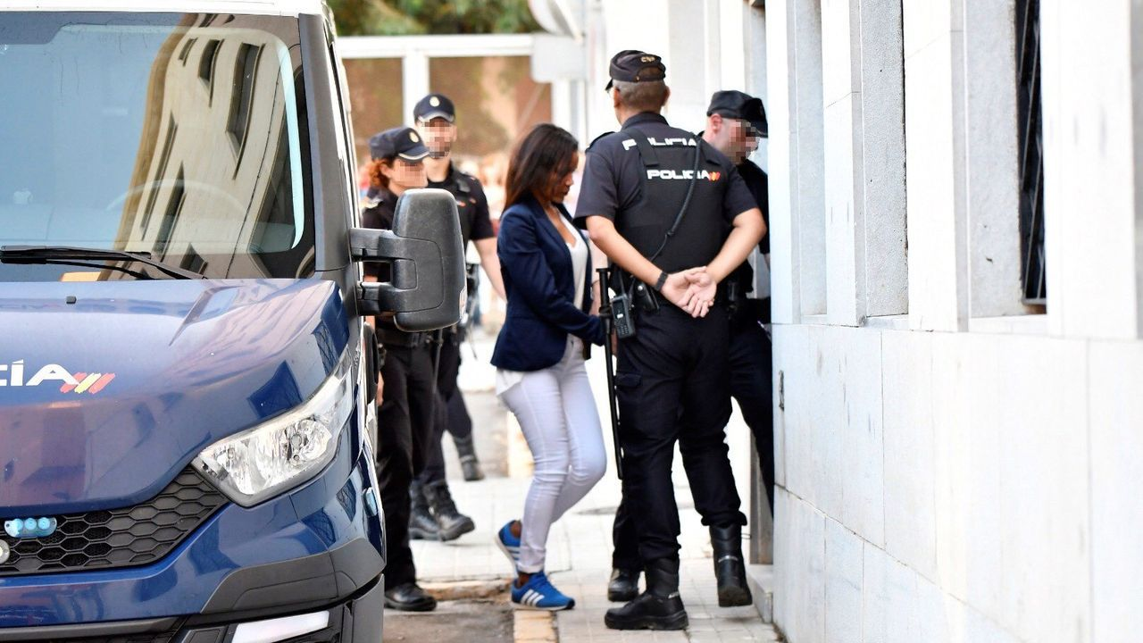 Ana Julia Quezada: «Le puse la mano derecha en la boca y en la nariz, no me acuerdo de más».Ana Julia Quezada, a su llegada a la Audiencia Provincial de Almería
