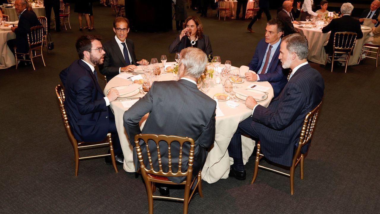 Los nuevos ministros prometen sus cargos ante el rey Felipe VI.Cena inaugural del Mobile World Congress de Barcelona