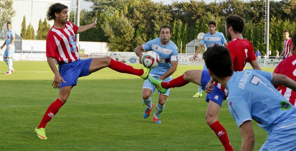 El Cerceda le dio la vuelta al marcador, ya que el Coruxo se había puesto 2-0 en el primer tiempo.