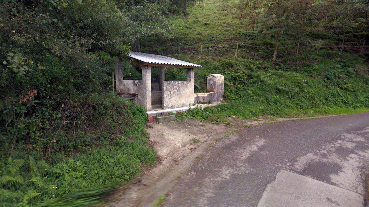 Lavadero y fuente de Naves, que serán demolidos para reparar la carretera