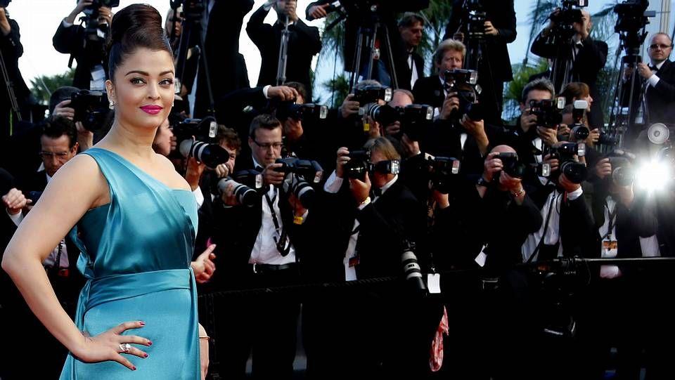 Cannes llega a su fin.Expositores vacíos en el escaparate de la joyería Kronometry de Cannes tras el robo de ayer.
