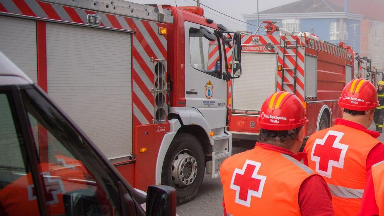 Una furgoneta calcinada en Mieres