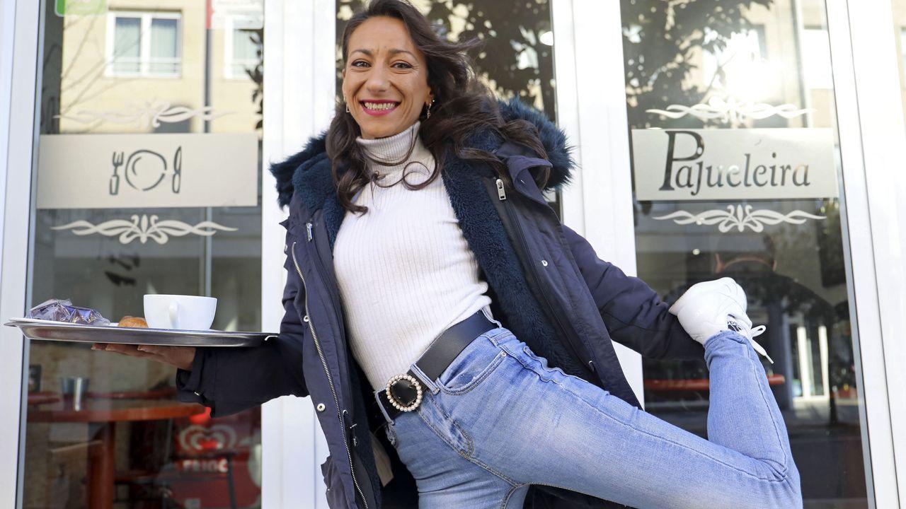 Leticia Puente, que se crio en el bar de sus padres en Conxo, rodeada de gente, subraya que en él son todos «una gran familia». Explica así su perenne sonrisa: «Soy muy positiva, de tirar para adelante»