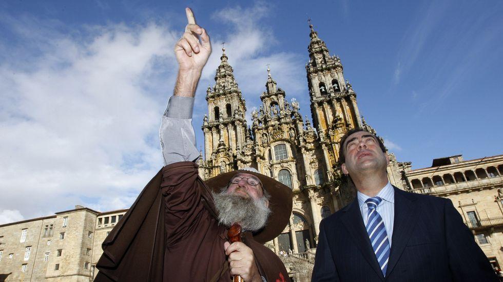 Mostrándole los secretos del Obradoiro a José Bono, expresidente del Congreso (2009).