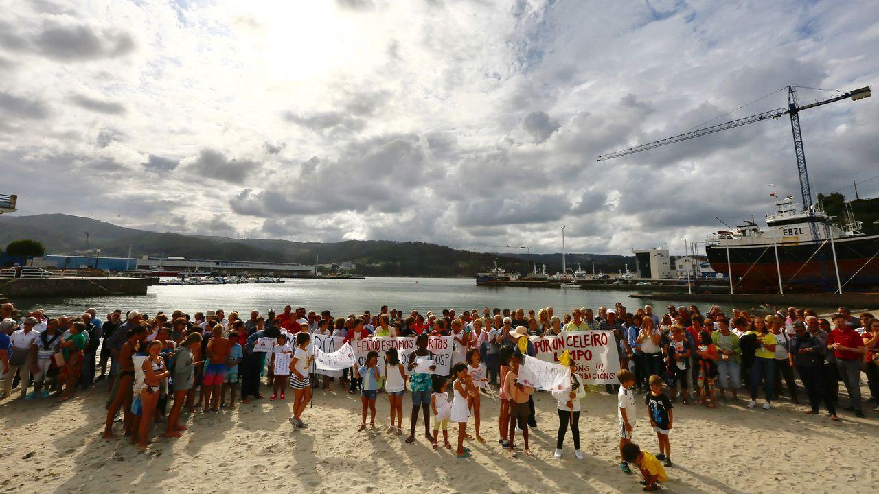 Nueva concentración en la playa de Celeiro para exigir el arreglo del emisario de la ría de Viveiro