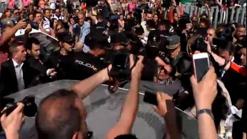 Isabel Pantoja, arrollada por la multitud