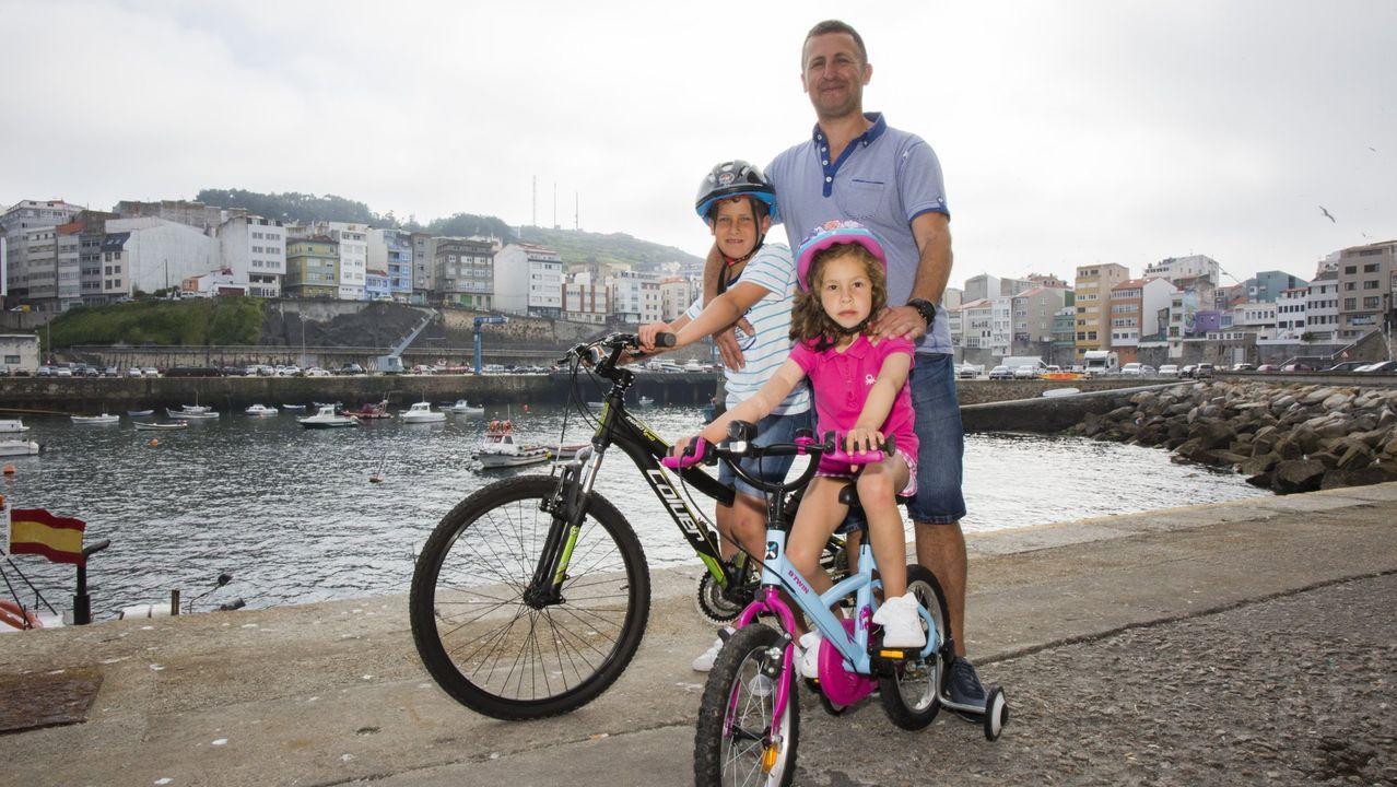¡Búscate en el Día da Bicicleta de Malpica! ¡Afición sobre dos ruedas!.A Vila do Mañá ya hizo parada en Carballo el verano pasado. En la imagen, la directora del taller, Sandra González