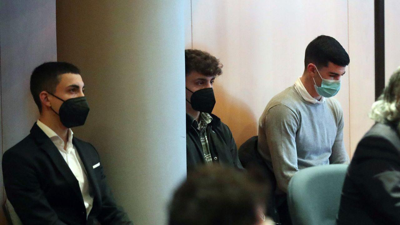 accidente Tineo.Jorge C.C, tercero por la izquierda, está acusado en el juicio por la muerte de David Carragal