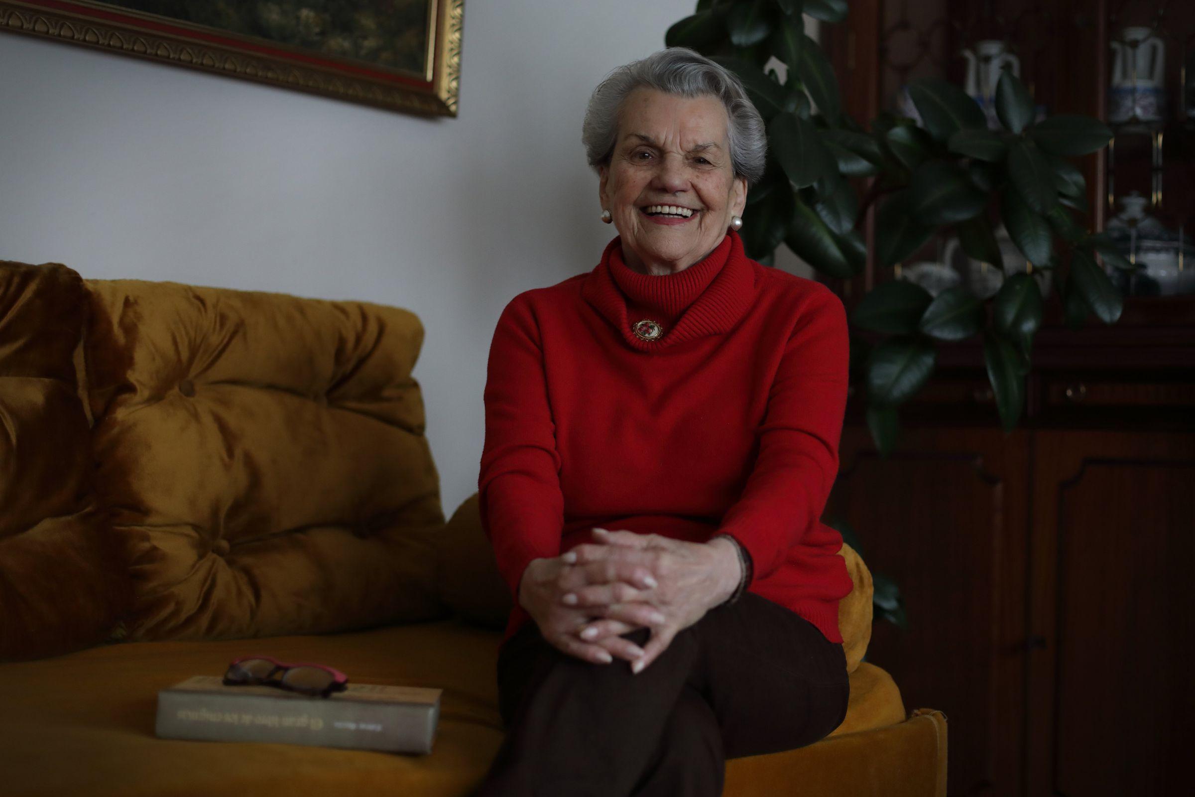 Carmen cumple 90 años el 1 de mayo. Desde el 13 de marzo vive aislada en su piso de A Coruña. Está sola, pero es una lección de cómo sobrevellevar un confinamiento