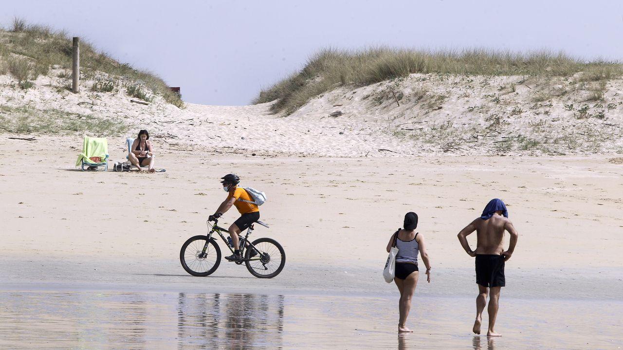 Las playas de bandera azul de la ría de Pontevedra 2021.Playa de A Lanzada, en una imagen del verano del 2004