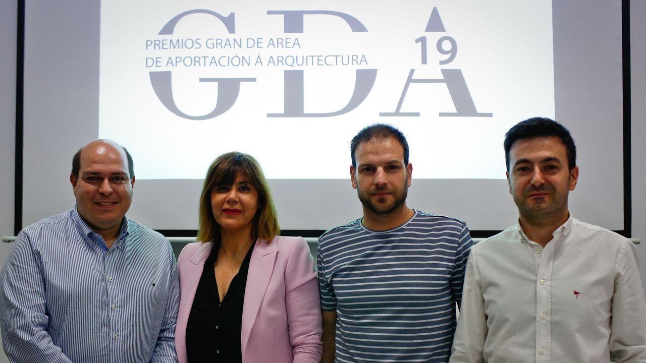 Corina Porro visita las obras de la Ciudad de la Justicia de Vigo.Sonia Ogando, concejala de Urbanismo de Ourense, y Rafael Castro, delegado del Colegio de Arquitectos en la provincia, en el centro, junto a los representantes de Vigo y Pontevedra
