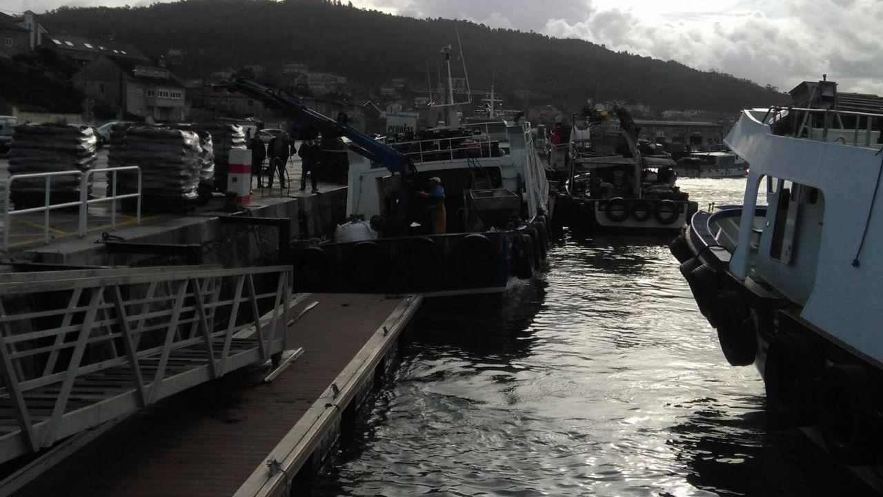 Espectacular retirada de una ballena de 20 metros en el puerto de Marín.El programa mostrará el «Aries», un barco que se conserva entero bajo el mar