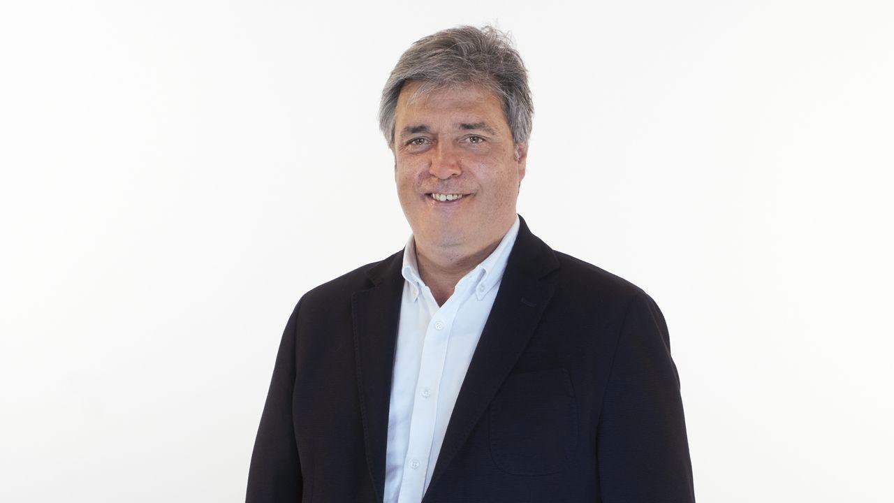 Pedro Puy Fraga, número 7 del PP por A Coruña. Doctor en Derecho, es profesor titular en la Universidad de Santiago de Compostela (Área de Economía Aplicada. Fue portavoz de Economía y vicepresidente del Grupo Popular en el Parlamento, y desde marzo del 2011 ejerce como portavoz del Grupo Parlamentario Popular.