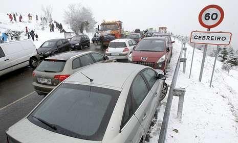 En el pasado invierno, hasta la quitanieves llegó a quedar atascada por la presencia de coches.