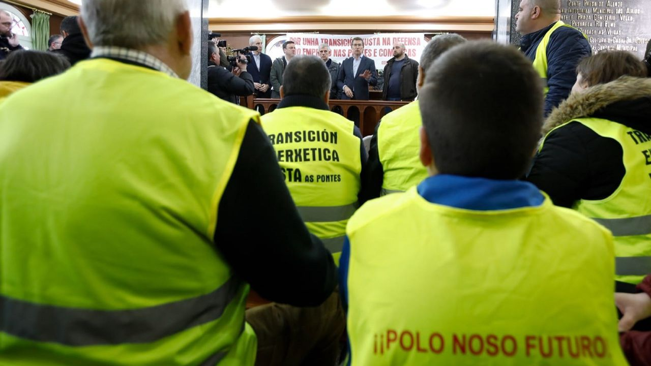 Un camionero que trabajaba en el transporte de carbón a la central de As Pontes durante una asamblea