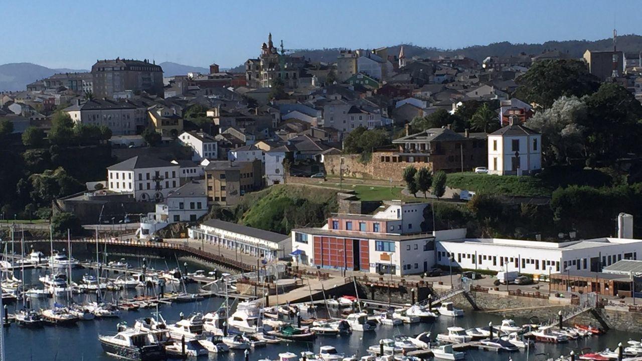 Parte del puerto de Ribadeo y de la localidad, en una imagen de archivo
