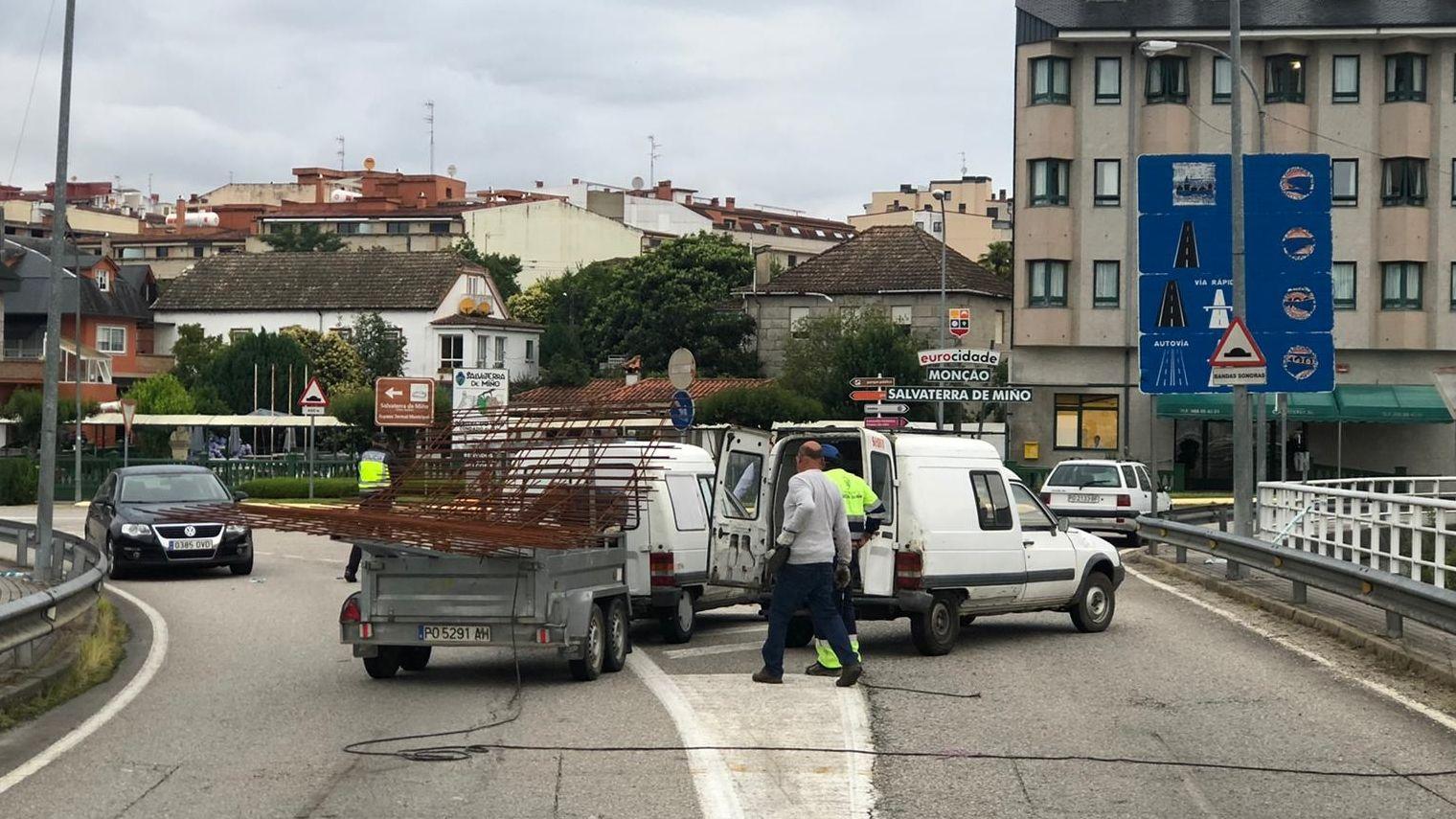 La «raia» reabre fronteras para los trabajadores.Comisaría de la Policía Nacional en Gijón