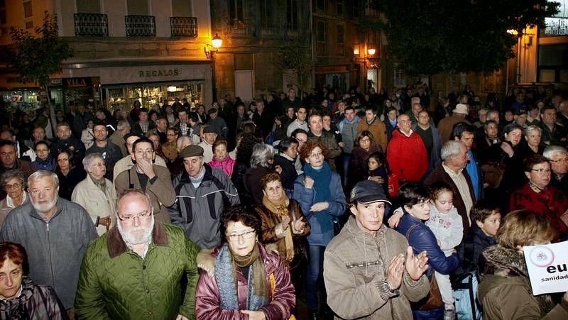 Sindicalistas de CIG protestaron ayer en Celeiro por las pensiones.