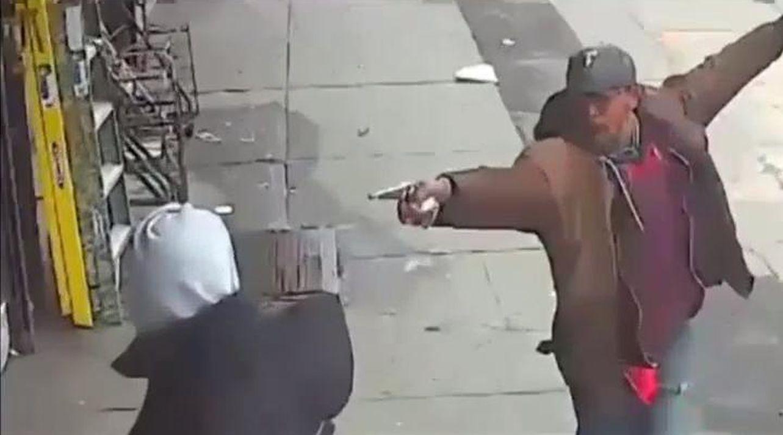 Muere tiroteado en Nueva York un hombre que amenazaba a la gente con una tubería