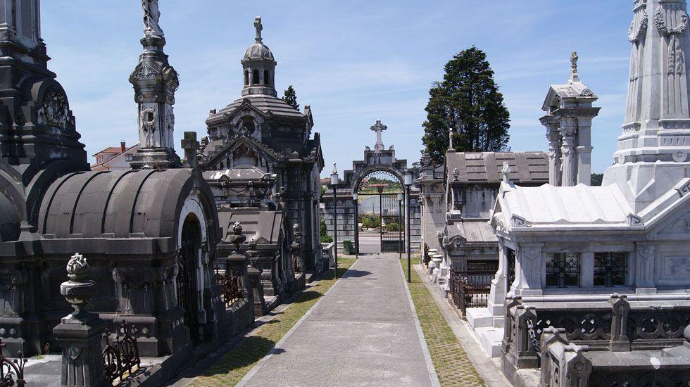 Incendio en Arteixo.Cementerio de La Carriona, en Avilés