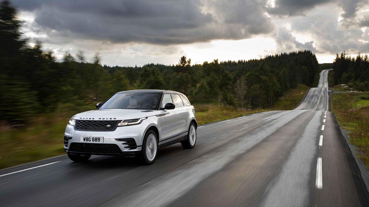 Land Rover.Iván junto a su familia
