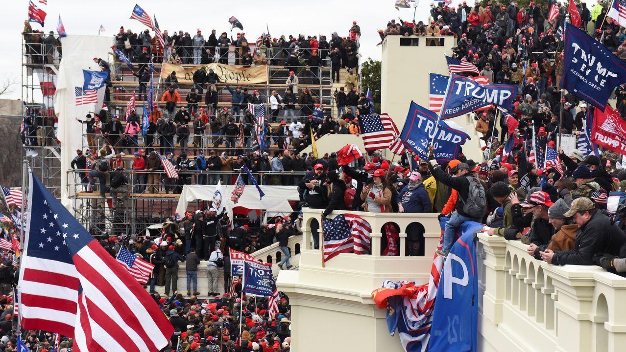 Protestas a las puertas del edificio