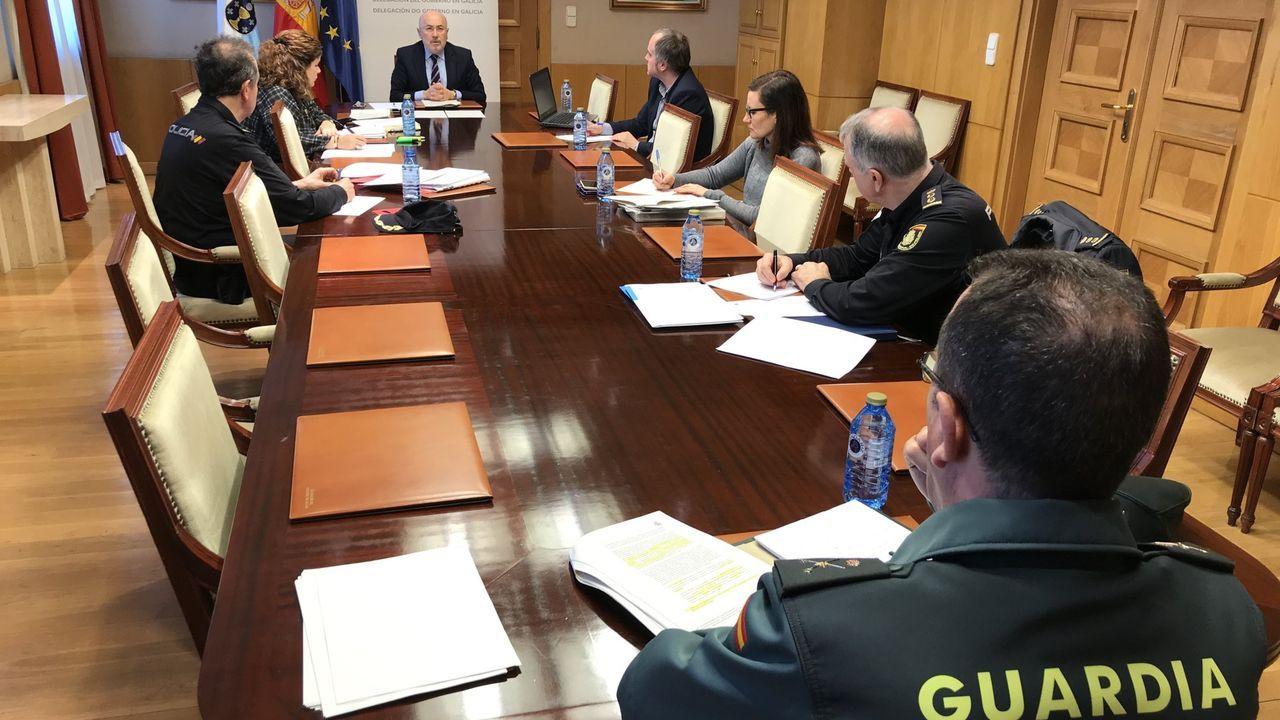 Javier Losada, en una de las primeras reuniones del centro de coordinación establecido en la Delegación del Gobierno en Galicia