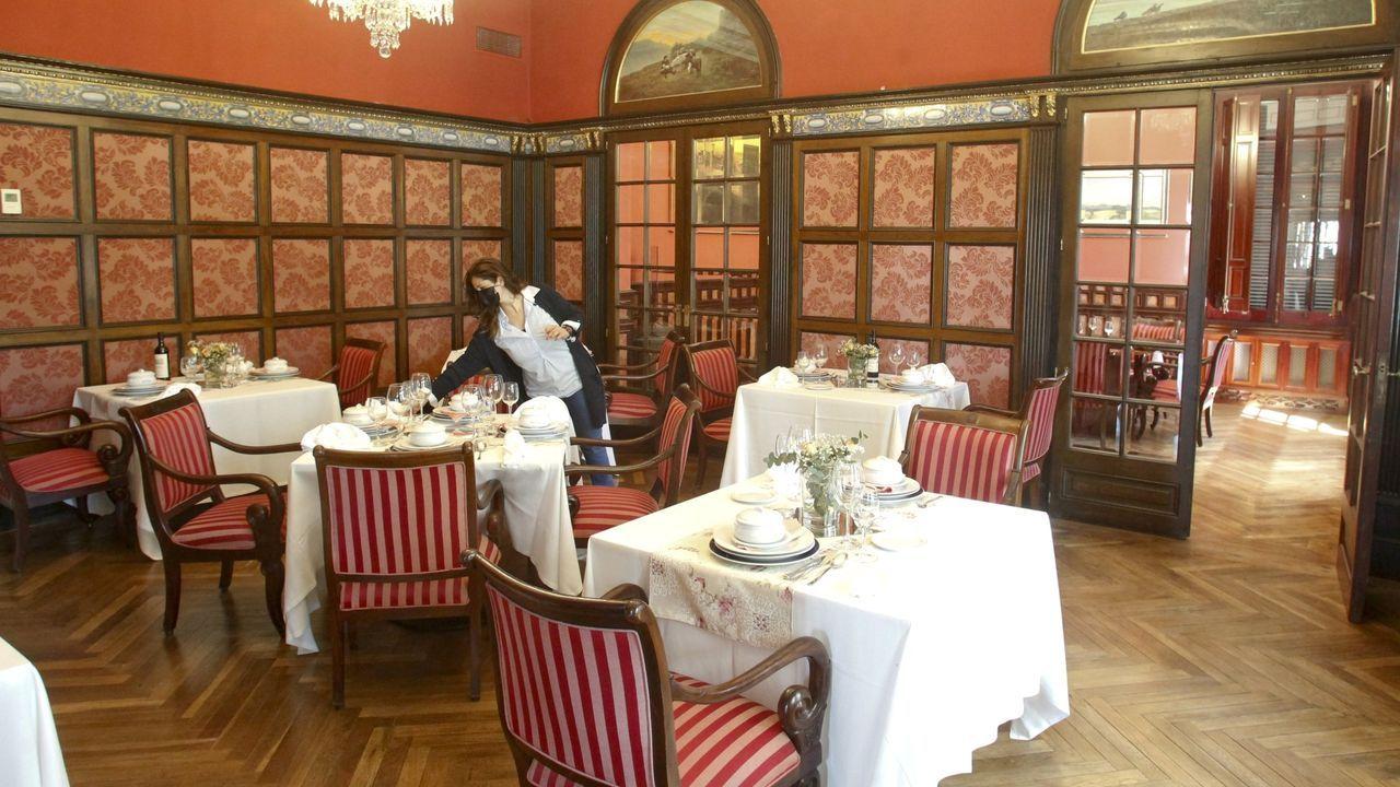 Comedor interior del Pazo Libunca, que ya ha reabierto para eventos y en junio recuperará su uso hotelero para el público general