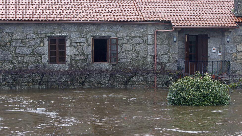 La mayor crecida del río Tambre en Ponte ,aceira se produjo en las primeras horas del día.