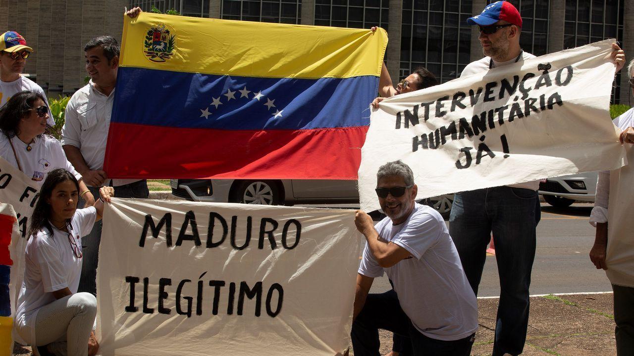Incidentes en la frontera en Ureña, entre Colombia y Venezuela.Un grupo de venezolanos se manifestan frente a la cancillería brasileña en Brasilia