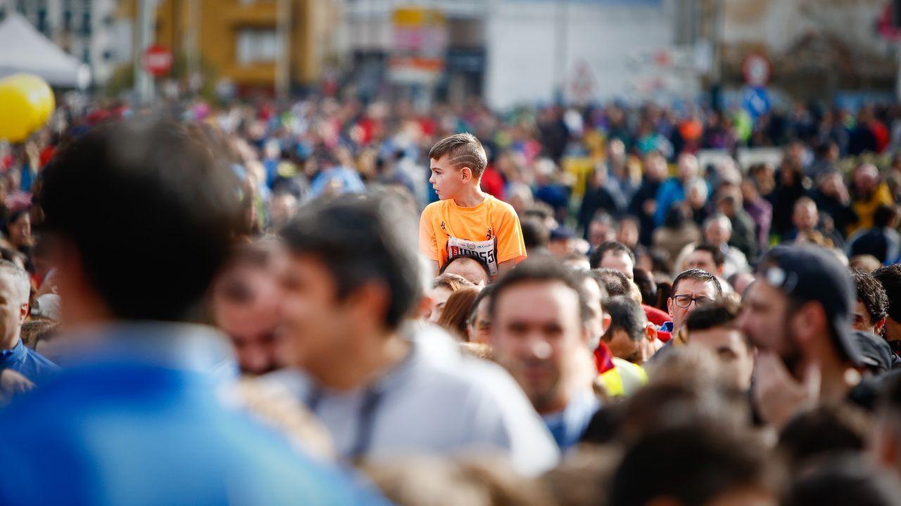Búscate en el multitudinario pelotón de la San Martiño.La carrera escolar cada año tiene más tirón