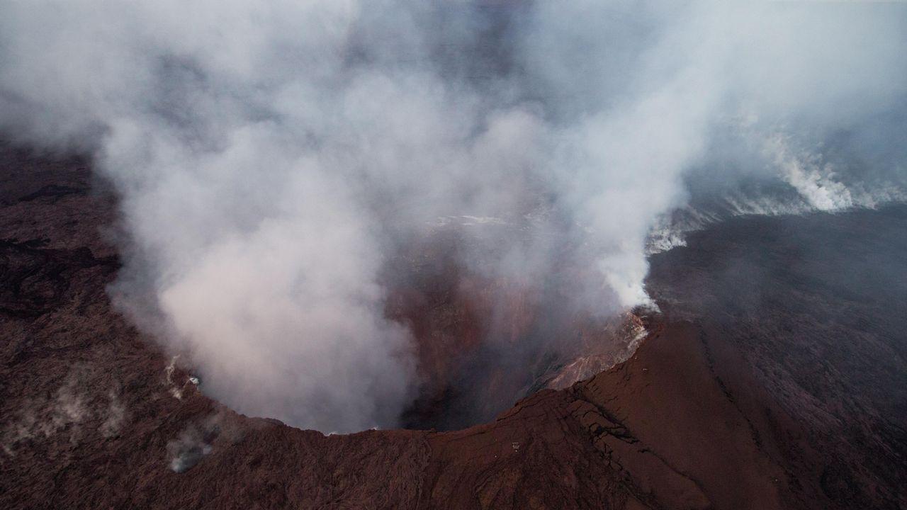 La erupción del volcán Kilauea obliga a evacuar a 10.000 personas en Hawai.Vista da erupción da zona de ruptura do leste de Kilauea o xoves 31 de maio