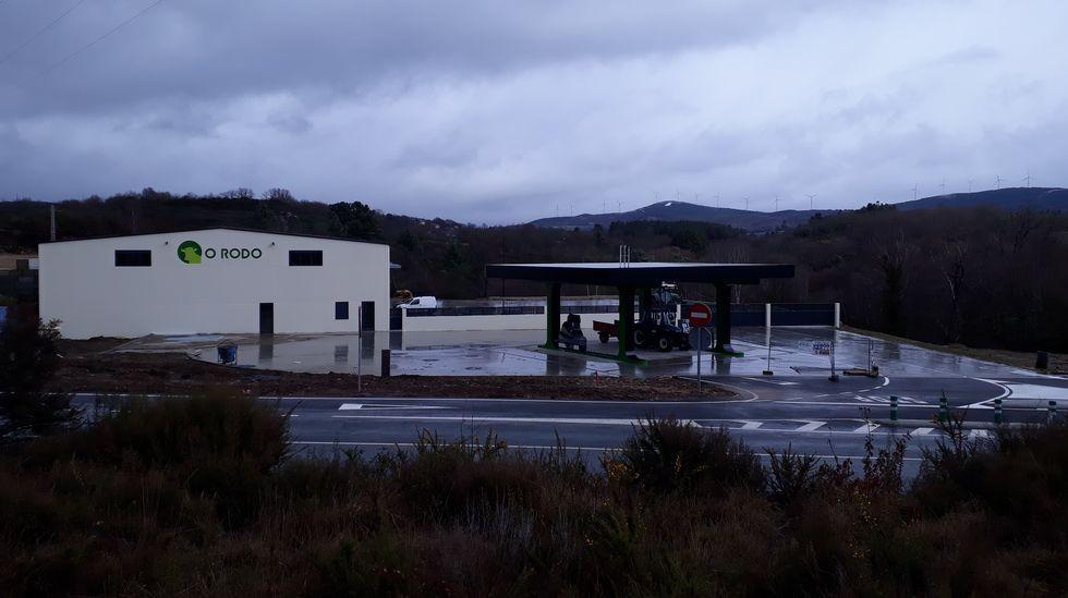 Un fallo en la depuradora de Leite Río causa un vertido al río Tórdea .La lona tricolor de la planta de Leche Río dejó esta mañana de ser «republicana»