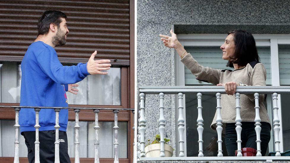 Combo Pontevedra .Sergio y Mayka, imaginándose que se saludan pese a que sus balcones están a kilómetros de distancia