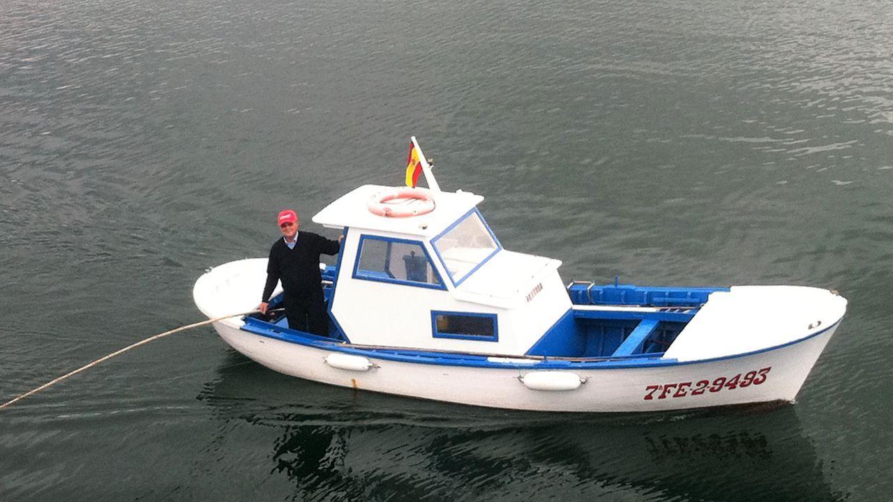Arturo Santos Freire, Chicho, caceando con su lancha Xeitosa por aguas del puerto de Viveiro