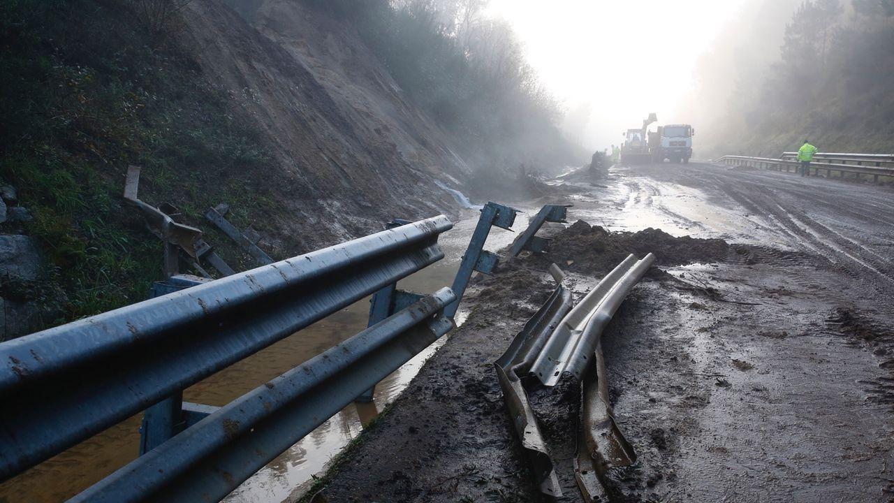 Un desprendimiento de tierra que obligó a cortar el vial la semana pasada