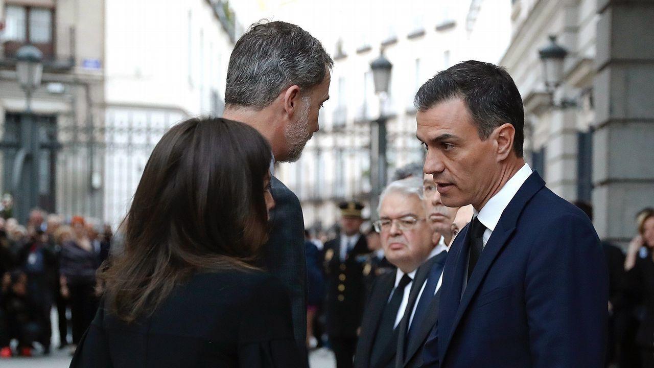 Autoridades y familiares reciben en el Congreso el féretro de Pérez Rubalcaba