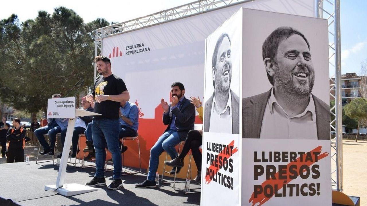 Jordi Sánchez cree que el PSOE aceptará el referéndum.Iceta y Sánchez bailando durante un acto del PSC en Barcelona, en el 2015