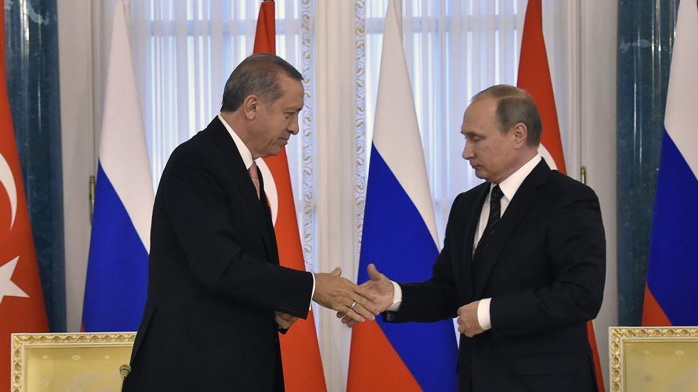 Denuncian irregularidades en las elecciones rusas.Volodin y Putin, ayer durante el anuncio del cambio.